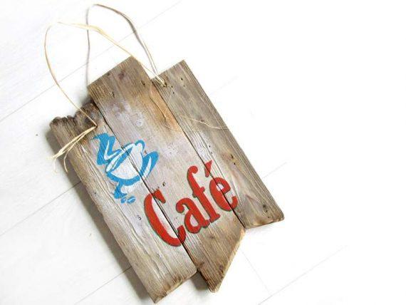 """Holzschild """"Café"""" von Shabby Surf Art im Vintage-Look"""