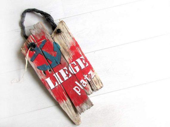 """Holzschild """"Liegeplatz"""" von Shabby Surf Art im Vintage-Look"""